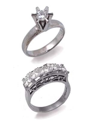 古いデザインの2つのダイヤモンドリング